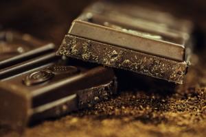 Auch dunkle Schokolade hat viele Kalorien