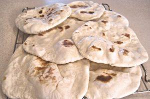 Mit Teffmehl kann glutenfreies Fladenbrot gebacken werden