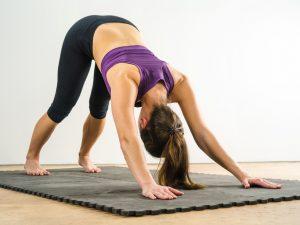 Yoga Übungen - Der herabschauende Hund