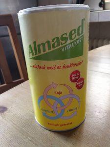 Meine Almased Erfahrungen - Almased Verpackung auf meinem Küchentisch