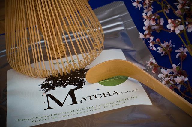 Für die Zubereitung von Matcha Tee braucht man einen Matcha Besen