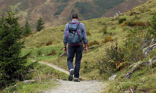 Beim wandern kann der Schrittzähler anzeigen, wie weit man gegangen ist
