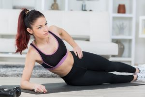 Muskelaufbau Frau zu Hause - auch ohne Fitnessstudio ist viel möglich