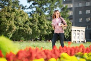 Ein lässiger Spaziergang verbrennt Kalorien und tut gut