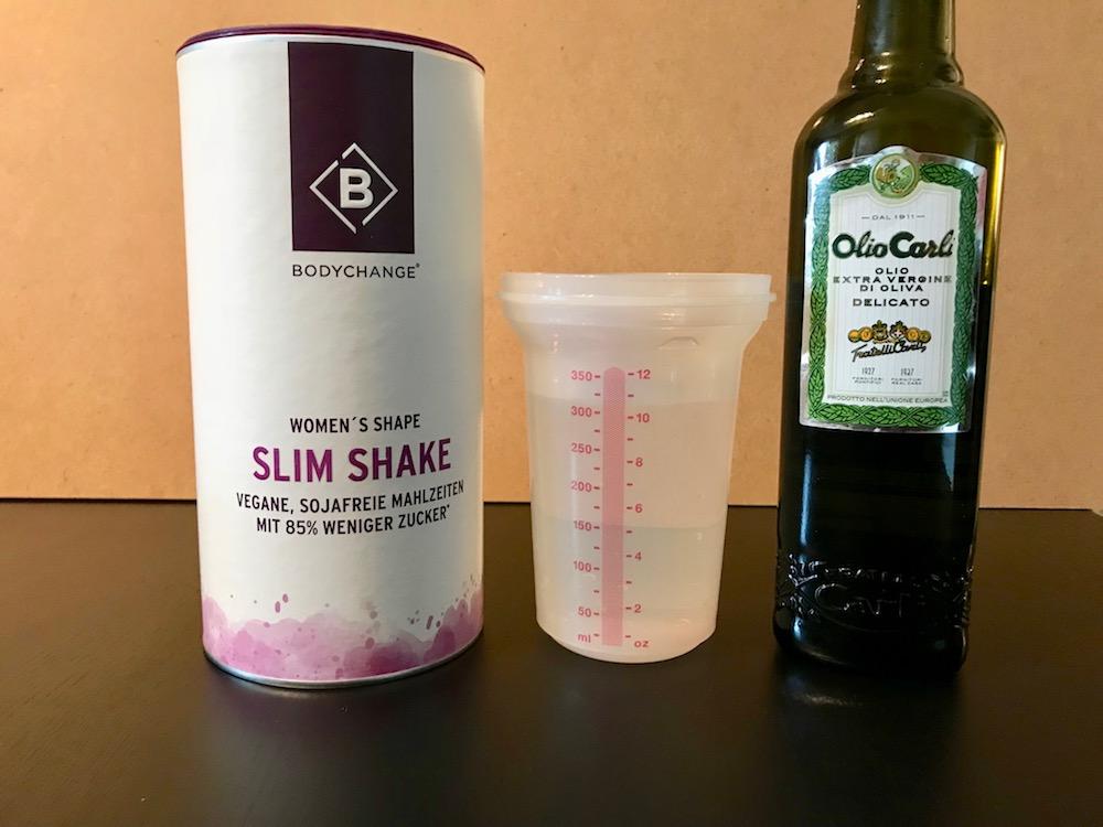 Der BodyChange Slim Shake ist schnell gemacht. Man braucht nur etwas Wasser und pflanzliches Öl.