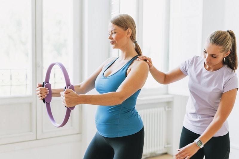 Durch die Ausbildung zum Sporttherapeuten kannst du auch Schwangere unterstützen