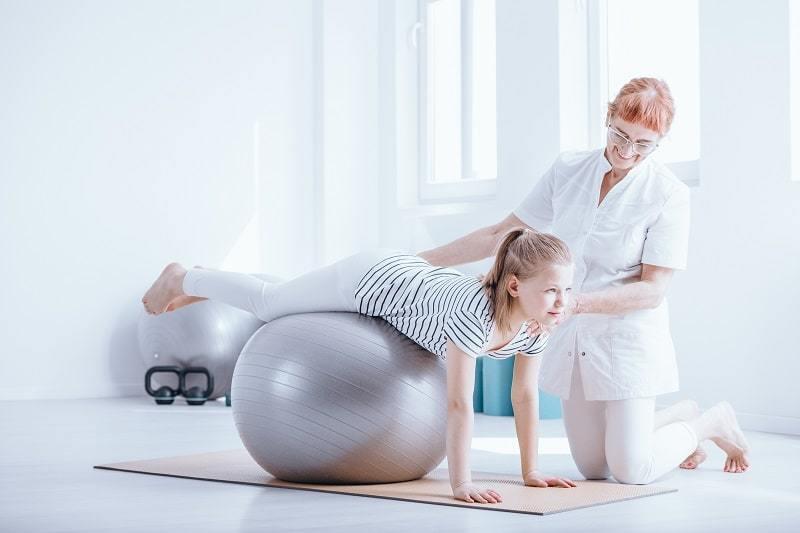 Nach der Sporttherapeuten Ausbildung hilfst du Menschen